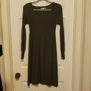 Sandra Darren size 10 gray pull over dress